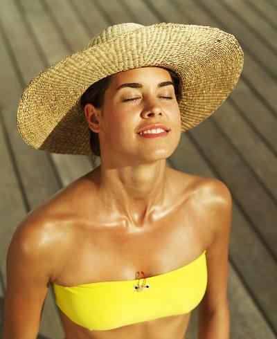 Mulher tomando sol - Foto: Getty Images