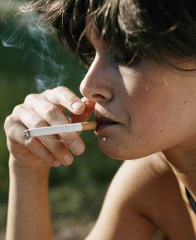 Mulher fumando - foto: Getty Images