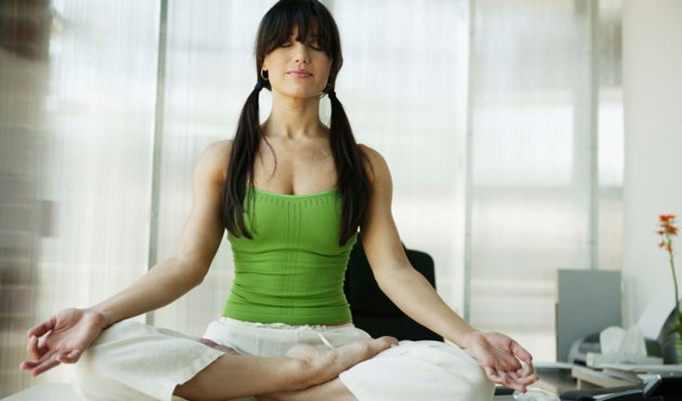 mulher meditando - Foto Getty Images