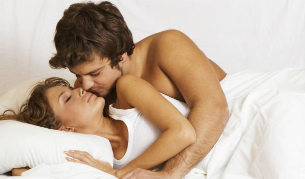 Casal na cama - foto: Getty Images