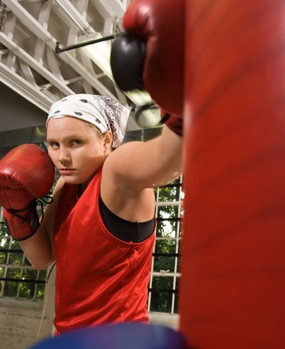 adolescente praticando boxe - Foto Getty Images