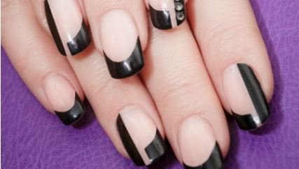 Unhas decoradas negativas: copie as unhas da personagem Atena