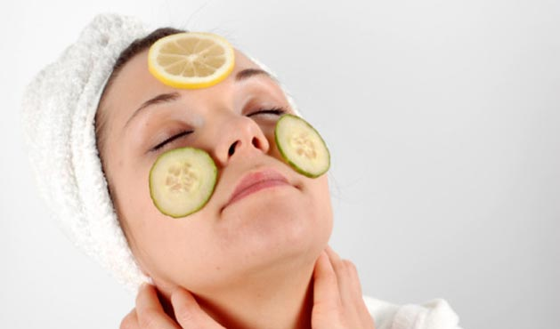 Woman with citrus fruits in the face - Photo: Getty Images