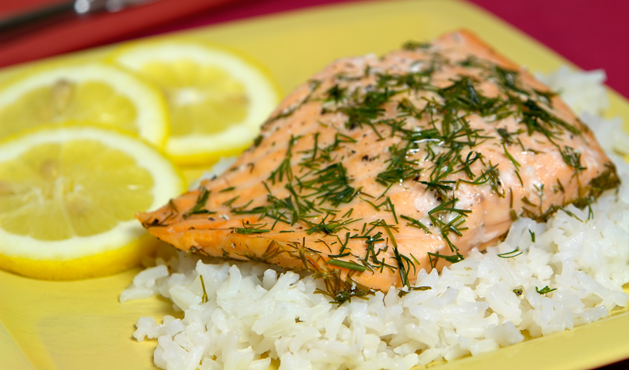 salmão com arroz branco - Foto Getty Images