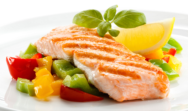 salmão com legumes - Foto: Getty Images