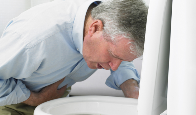 man sick in the bathroom - Photo Getty Images