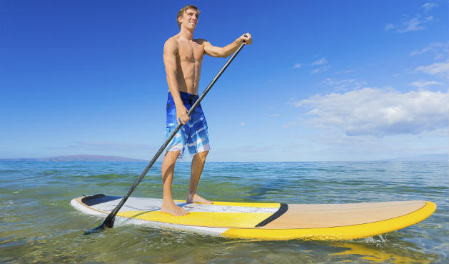 Stand up paddle tonifica a barriga - Foto: Getty Images