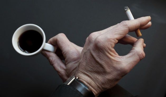Cigarro e café - Foto: Getty Images